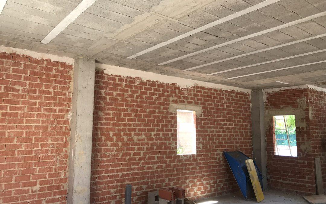 VIVIENDA ISABEL DE VILLENA | Cerramiento, muro perimetral y escalera